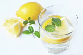 5 ways to stay cool in a heat wave - Lemons in a glass of water